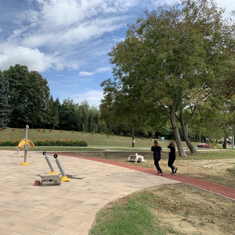 Futópálya, fitnesz park, játszótér az arborétum területén
