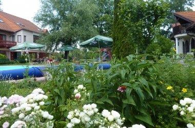 A virágos Zsanett Hotel