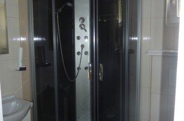 Apartmanház fürdőszoba